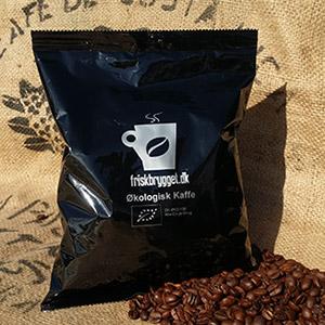 """Økologisk Kaffe formalet 500g <h2>Den traditionelle kop kaffe laves af formalet kaffe i filter</h2> Som den eneste kaffevariant laves filterkaffe ved at vandet får tid til løbe igennem filteret med formalet kaffe. Bryggemetoden giver vandet tid til at trække smagen ud af kaffen og dermed udvikle den intense kaffesmag. Vi har flere kaffevarianter og smagsnuancer af formalet kaffe. - tag os gerne med på råd i dit valg af kaffe. <h5><span style=""""color: #ffffff"""">Malet kaffe til kaffemaskine med filter</span></h5>"""