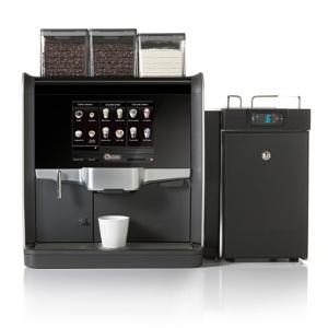 de Jong Duke Nio kaffeautomat til hele bønner og kaffespecialiteter med frisk mælk.